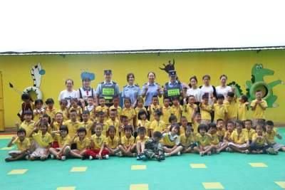 """瑞丽边检站弄岛分站:""""六一""""把安全教育课堂带进幼儿园"""