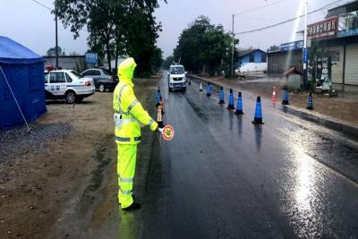 """陇川交警""""三强化""""保障雨天道路交通安全畅通"""