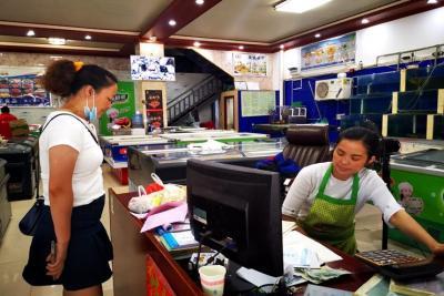 陇川县工业和商务科技开展辖区内市场海鲜销售情况检查