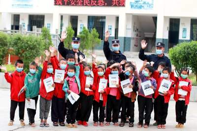 """陇川边境管理大队:""""疫""""样时期 与你""""童""""行"""