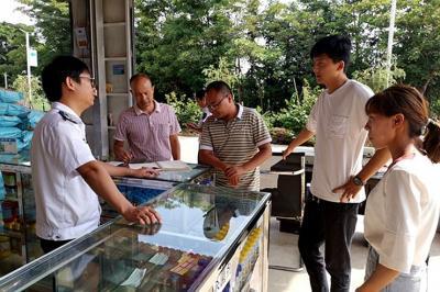 陇川县农业农村局开展扫黑除恶知识宣传活动