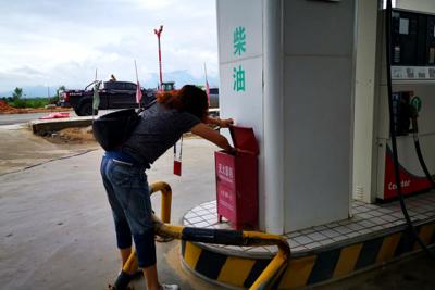 陇川县工业和商务科技局开展加油站反恐安全工作检查