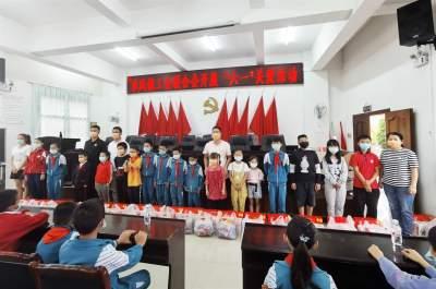 """章凤镇工会开展""""六一""""儿童节关爱活动"""