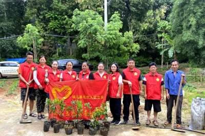 陇川县残联开展2020年职工志愿服务植树活动
