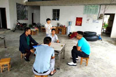 县搬迁安置办到勐约乡开展入户走访及汛期维稳宣传工作