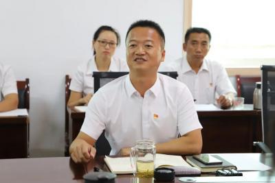 """陇川县委组织部党支部开展""""汇聚强军力量,浇筑红色基因""""主题党日活动"""