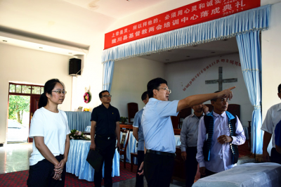 州委常委、州委统战部部长保明顺慰问陇川县宗教界人士