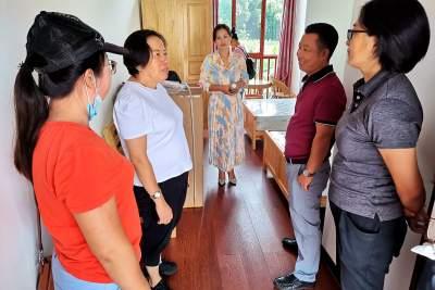 州人大常委会副主任、州妇联主席杨丽云到勐约乡调研