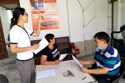 陇川县委办开展爱国卫生自检自查着力营造良好办公环境