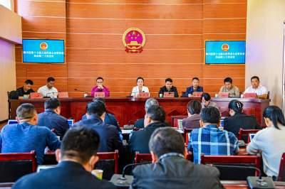 陇川县第十七届人民代表大会常务委员会召开第三十次会议