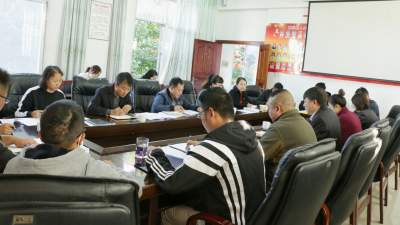 章凤镇开展理论学习中心组第六次集中学习