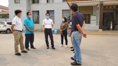 县长郑洪云到乡镇调研疫苗接种工作准备情况