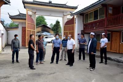 州委常委、州委统战部部长保明顺到陇川调研民族团结进步示范创建及宗教工作