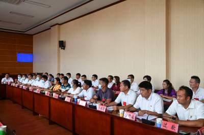 县领导看望出席中国共产党陇川县第十三次代表大会的代表