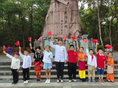"""陇川县林业和草原局开展""""亲子共读党史 传承红色精神""""民族团结活动"""