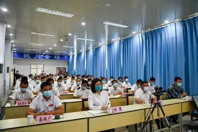 陇川县第十七届人民政府召开第四次廉政工作会议