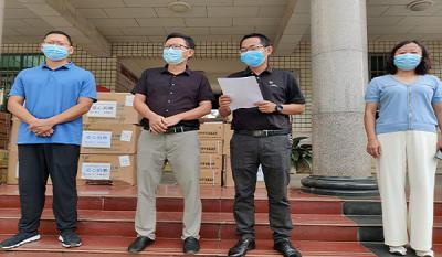 【我为群众办实事】陇川县工业和商务科技局向17户重点复工复产工业企业发放防疫物资