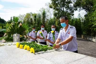 学史力行  陇川县税务局开展向革命英烈致敬活动