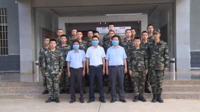 陈选俊、黄家和、马文华到县看守所慰问武警官兵