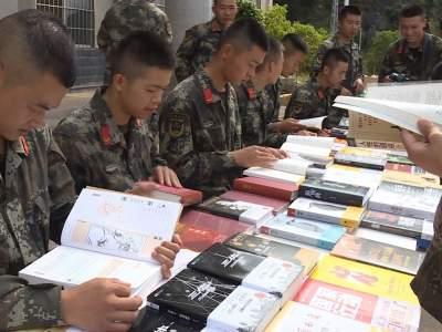 让阅读走向未来!丘北县图书馆、新华书店到看守所开展全民阅读进军营活动