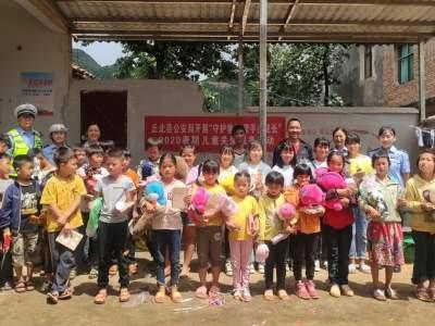 丘北县公安局深入平坦村开展暑期儿童关爱服务活动