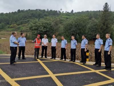 百色交警支队考察组到丘北交流学习农村道路隐患路段整改经验