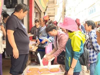 """中秋:丘北月饼市场""""火""""""""火""""""""火"""""""