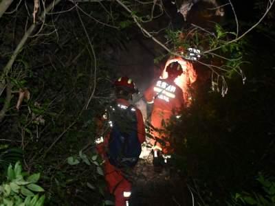 丘北3名男子被困深山 消防深夜搜山寻人