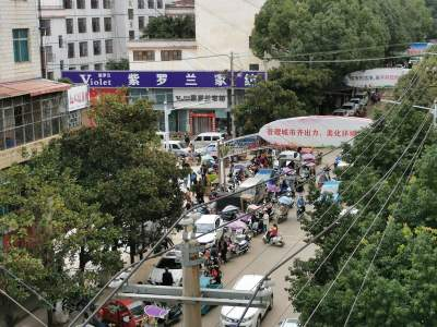 【曝光台】闹心!重阳街锦屏小学附近上下学时段交通堵、堵、堵!影响交通安全和城市形象