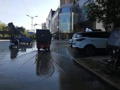 【爱卫曝光台】莲花酒店门口路面长时间积水