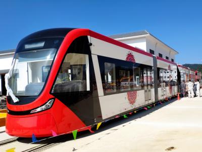 酷炫!首批云南制造现代有轨电车亮相丘北,游普者黑更方便啦