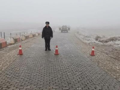 实时路况丨今天舍得、高枧槽路面结冰,交通管制封闭道路!