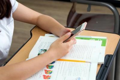 教育部:手机禁入课堂、禁用手机布置作业!