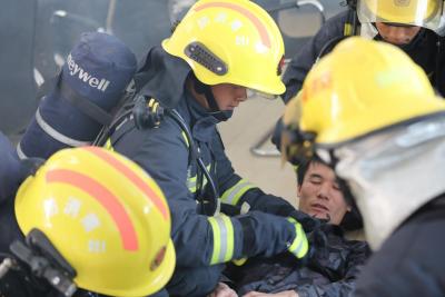 丘北县第二中学校举行2021年春季学期地震消防应急疏散演练活动