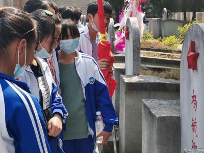丘北县第一初级中学校开展2021年清明祭英烈活动