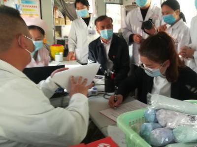 丘北县政务服务管理局积极开展无偿献血活动