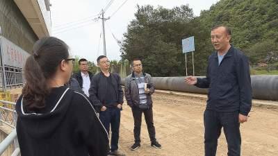 丘北县人大常委会对普者黑流域水资源情况进行调研