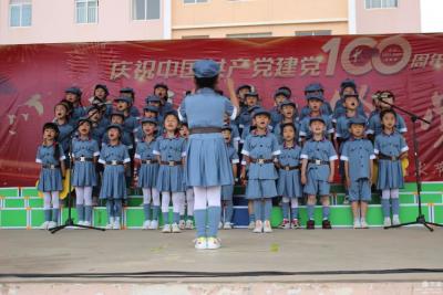"""丘北县""""讲、唱、展、寻、传""""深入开展党史学习教育"""