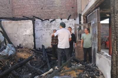 丘北县应急管理局走访慰问民房火灾受灾农户