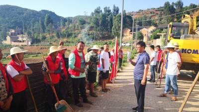 丘北县树皮乡:人大代表携手选民合力推进农村人居环境整治