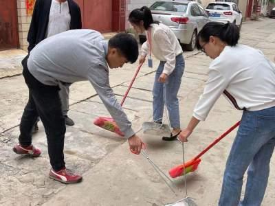 """丘北县融媒体中心开展""""爱环境、爱劳动 """"  志愿服务活动"""