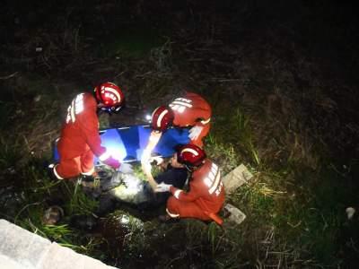 丘北:醉汉失足摔断腿  凌晨消防紧急施救
