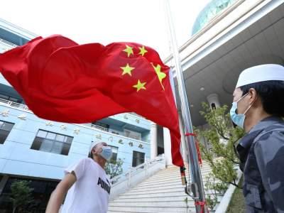 """丘北穆斯林""""开斋节""""举行爱国主义教育升国旗仪式"""