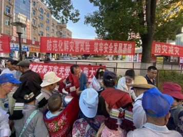 """丘北县组织开展第13个全国""""防灾减灾日""""集中宣传活动"""