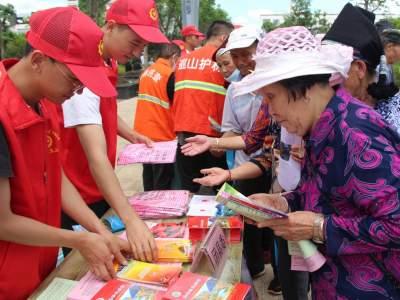 丘北县开展安全生产月集中宣传活动