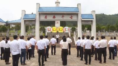 丘北县县委常委班子党史学习教育第一次读书班在雄山村开班