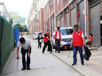 丘北县扶贫开发局扶贫志愿服务在行动