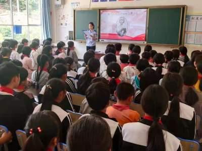 丘北县司法局到山光坡村开展新时代文明实践系列志愿活动