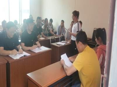 丘北县政务服务管理局到秧补村开展志愿服务活动