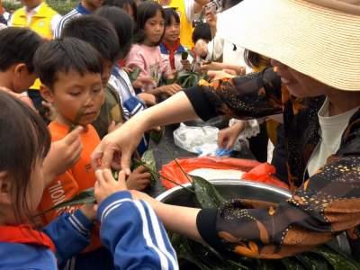 听故事、学知识、包粽子……这个地方的师生提前过端午